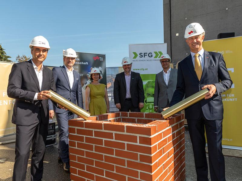 2020_Grundsteinlegung_neues-Gebäude-Sandgasse-Gruppenfoto-by-lunghammer-tugraz