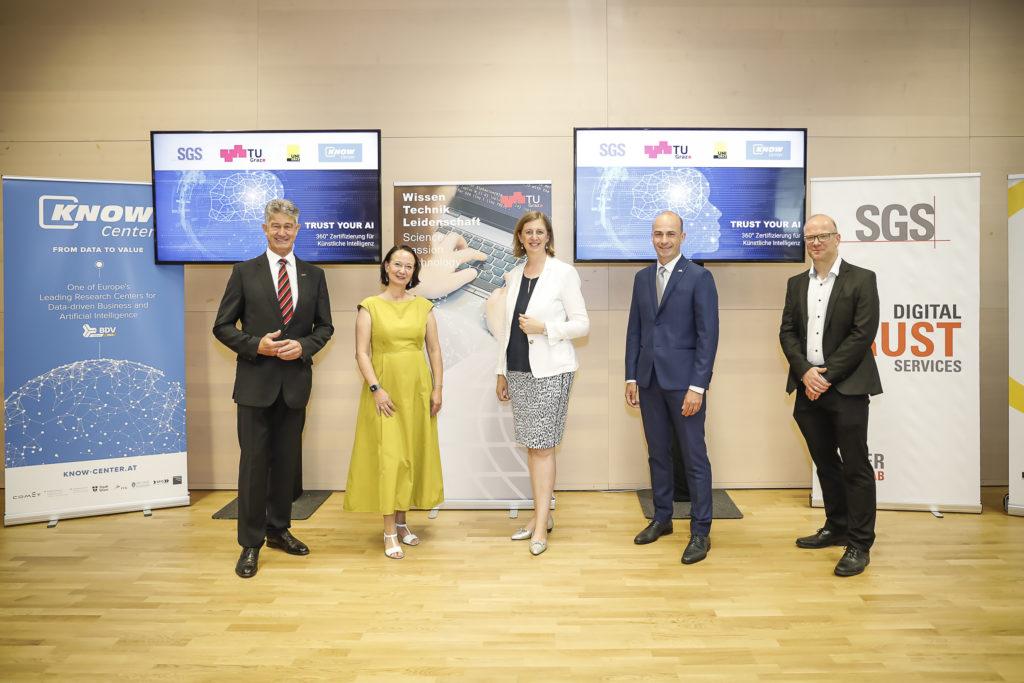 v.l.n.r.: Harald KAINZ, Stefanie LINDSTAEDT, Barbara EIBINGER-MIEDL, Martin SCHAFFER, Stefan THALMANN  © Know-Center